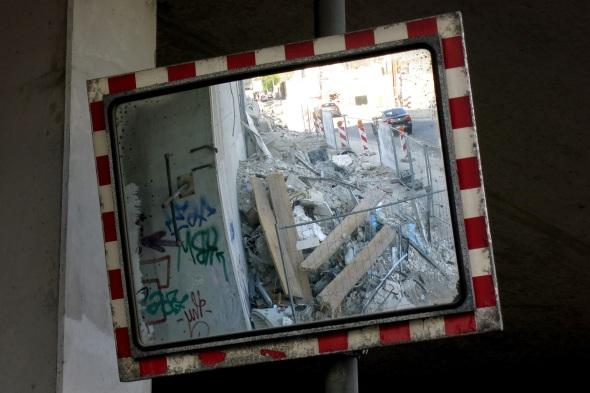Spiegel an der Ausfahrt einer Parkgarage